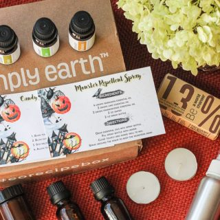 What comes in a Simply Earth Essential Oil Recipe Box